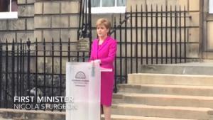 Primo ministro scozia Sturgeon in conferenza